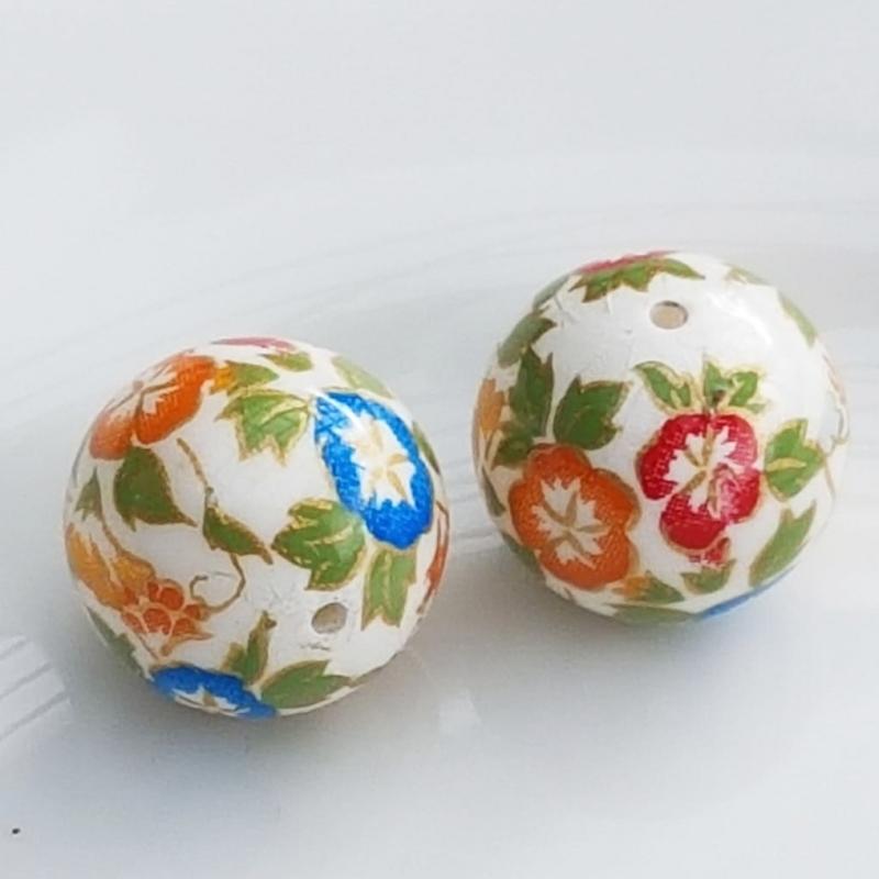 Tensha 16mm valge helmes lilledega