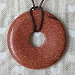 Pruun päikesekivi donut-ripats 40mm