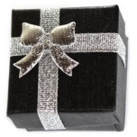 Kinkekarp sõrmusele must hõbedase lipsuga 4*4*3cm
