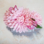 Juuksekamm roosade lilledega