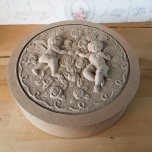 Reljeefse kaanega inglitega karp 25*6cm